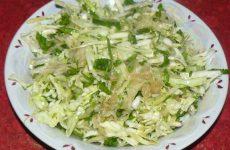 Салат из молодой капусты и кольраби
