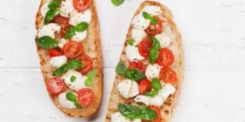 Итальянская брускетта «Два сыра», рецепт с фото
