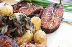 Пеленгас на углях с молодой картошкой и грибами в фольге, рецепт с фото и видео