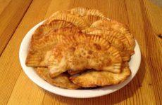 Рецепт: Мясные чебуреки на сковороде — И в пир, и в мир