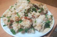 Рецепт: Рис по-домашнему с овощами — С помидорами и петрушкой