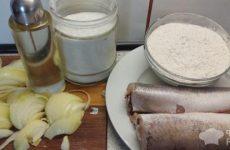Рецепт: Тушеный хек с луком — на сковороде