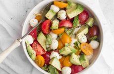 Салат из помидоров черри и моцареллы с медовой заправкой, рецепт с фото