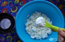 Рецепт: Творожная пасха заварная — с клубникой и орехами