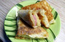 Треугольники из лаваша с колбасой и сыром