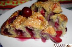 Рецепт: Кольцевой пирог с вишней — На молочной сыворотке